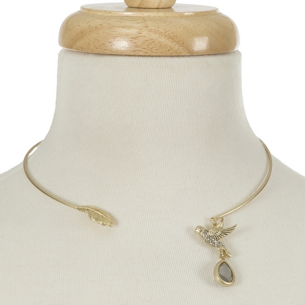 "Gold tone open choker with leaf and a bird charm. Approximately 5.5"" in diameter."