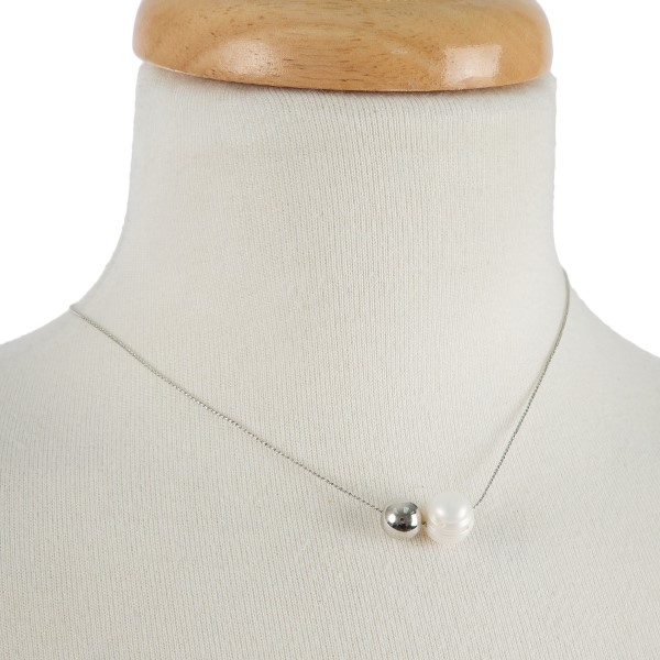 1e5f0b28a8461 Dainty, metal necklace with a pearl detail. Approximately 14