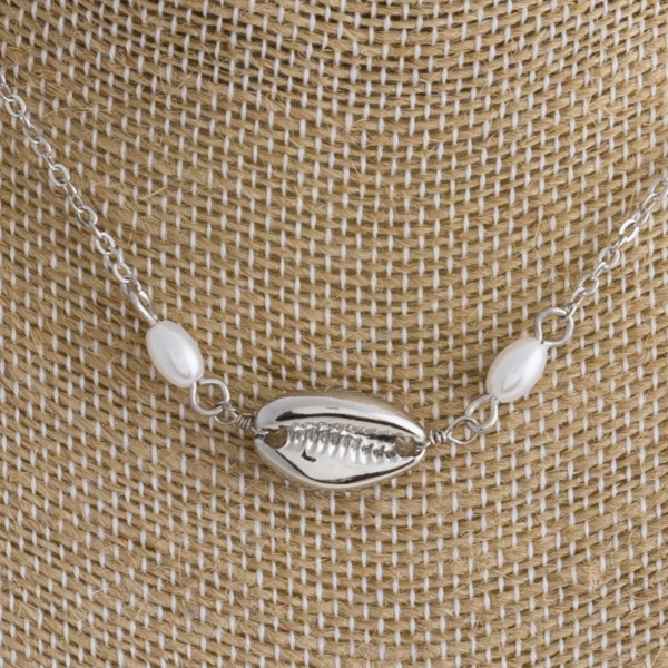 "Short metal necklace with pearls and seashell details. Approximate 16"" in length."