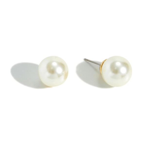 14mm white pearl stud earrings.