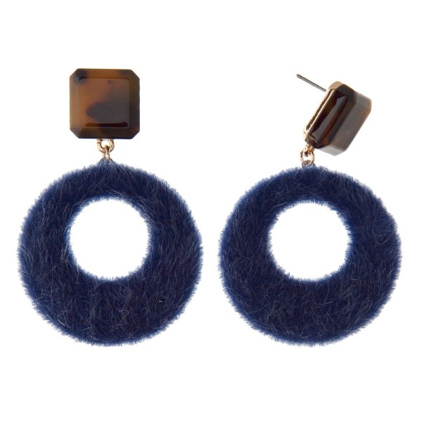 "Tortoise stud earring with faux fur design. Approximately 2"" in length."