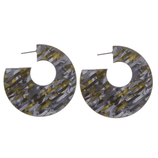 Gorgeous acetate thick hoop earrings. Approximate 1.5 in diameter.