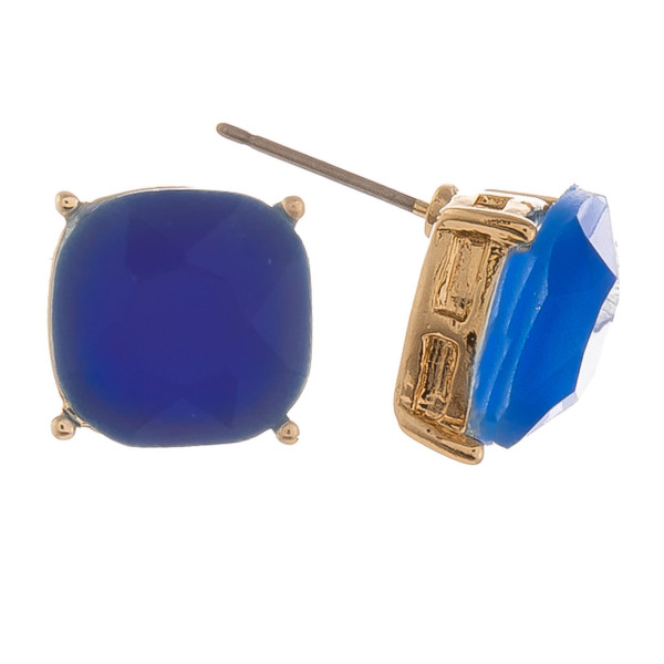 Gold stud earrings with crystal detail. Approximate 6mm.