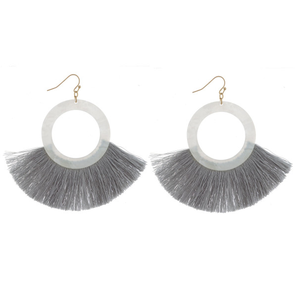 Long acetate earring with tassels. Approximate