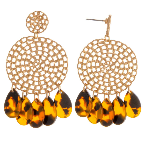 """Metal cable chain inspired disc drop earrings featuring resin teardrop accents and a stud post. Approximately 2"""" in length."""