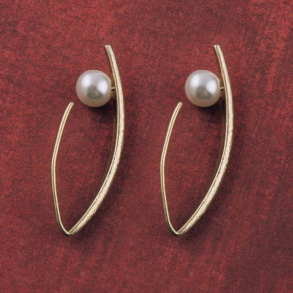 """Pointed pearl threader earrings. Approximately 1.25"""" in length."""