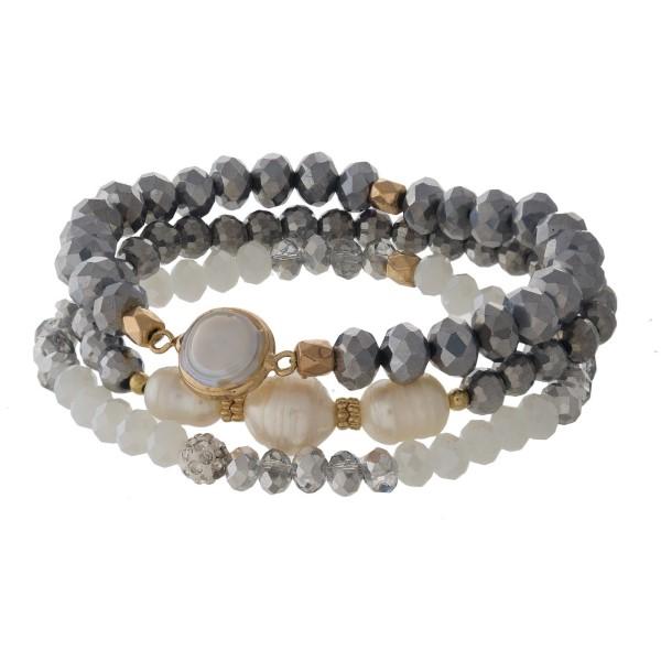 Stretch bracelet set with pearl detail.