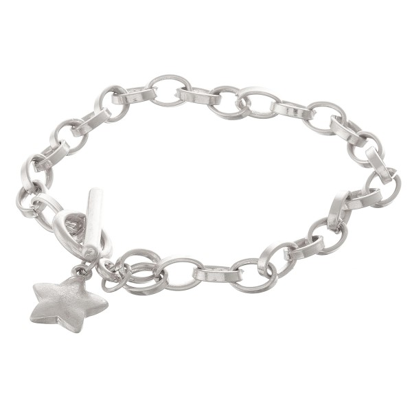 """Chain link star toggle bar bracelet.  - Toggle bar clasp - Approximately 3.5"""" in diameter - Fits up to a 7"""" wrist"""