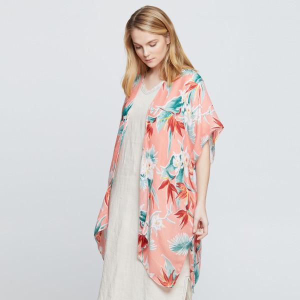 Floral print kimono. 100% polyester.