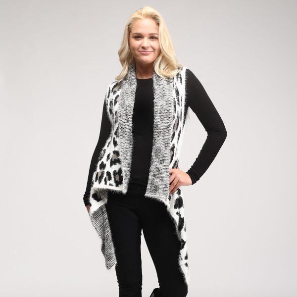 Soft knit vest. 100% polyester.