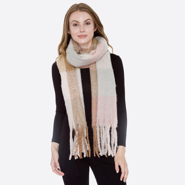 Soft knit checked scarf with fringe. 100% acrylic.