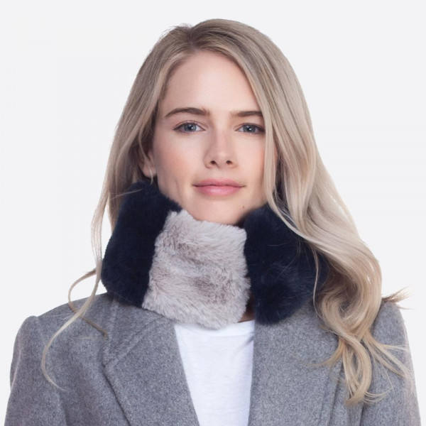 Faux fur collar scarf with a magnetic closure. 100% polyester.