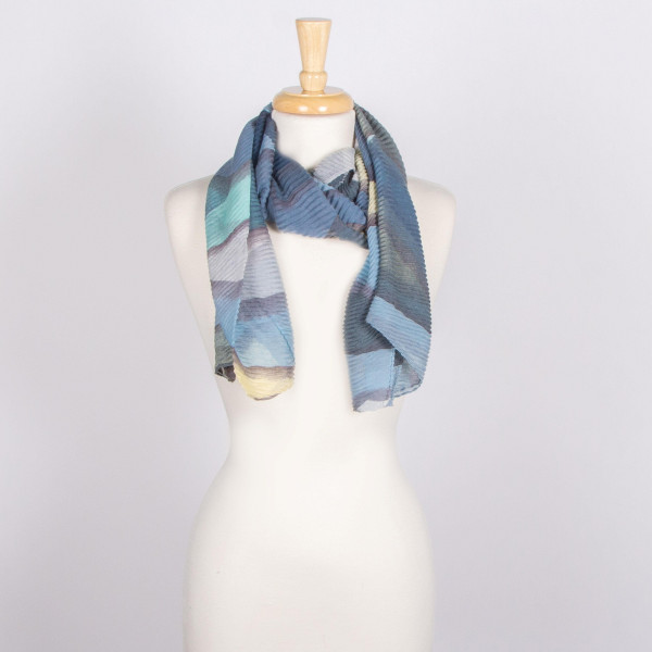 Heavyweight scarf with geometric print. 100% acrylic.
