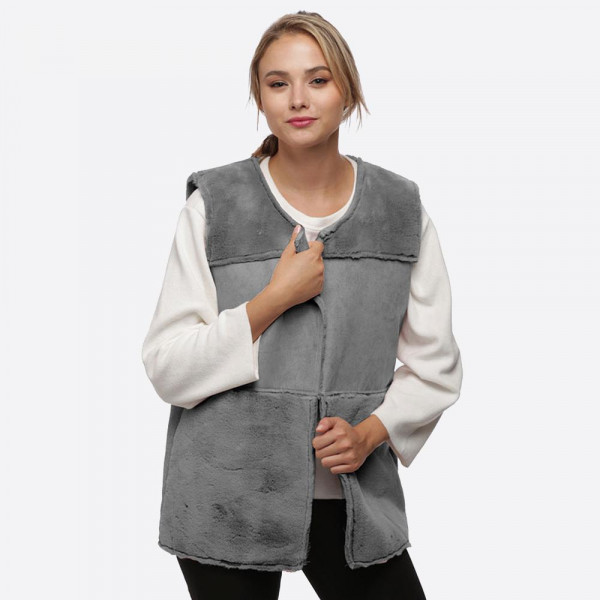 3-Block faux fur vest. 100% polyester.   One size fits most.