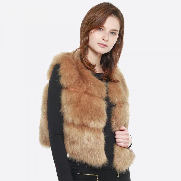 Short faux fur vest. 100% Polyester