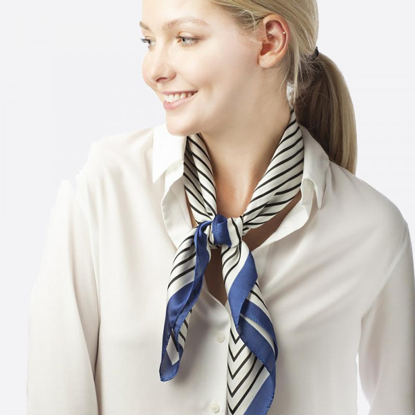 Chain printed scarf. 100% polyester.