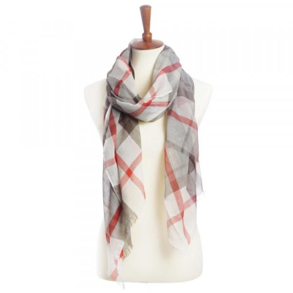 Praid scarf. 100% polyester.