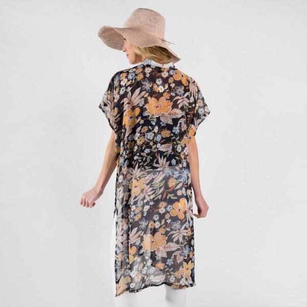Flower print midi kimono. 100% polyester.