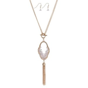 "Gold tone toggle necklace set with a rose pink beaded pendant and chain tassel. Can we worn as an 18"" or 32"" necklace."