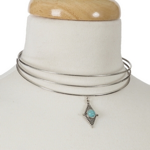 Silver tone circle choker with a turquoise stone focal. Choker does not close, so it is adjustable to most any size.