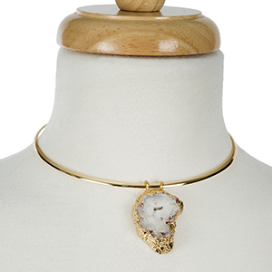 """Gold tone metal choker with a white druzy, natural stone pendant. Approximately 5"""" in diameter with 3"""" extender chain."""