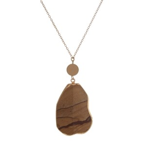 "Gold tone necklace with a natural stone, agate pendant. Approximately 32"" in length."