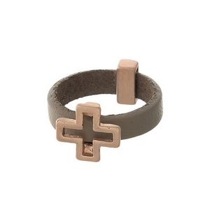 Gray, genuine leather ring with a rose gold tone cross. Ring is a size 7.
